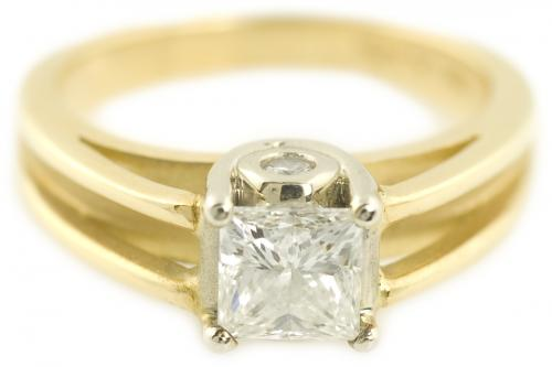 A. Jaffe : Princess Cut Diamond Split Shank Cathedral Solitaire
