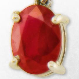 Ruby merah yang berapi-api adalah salah satu batu permata yang paling menarik dan cantik