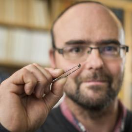 Graham Pearson hold the diamond containing ringwoodite