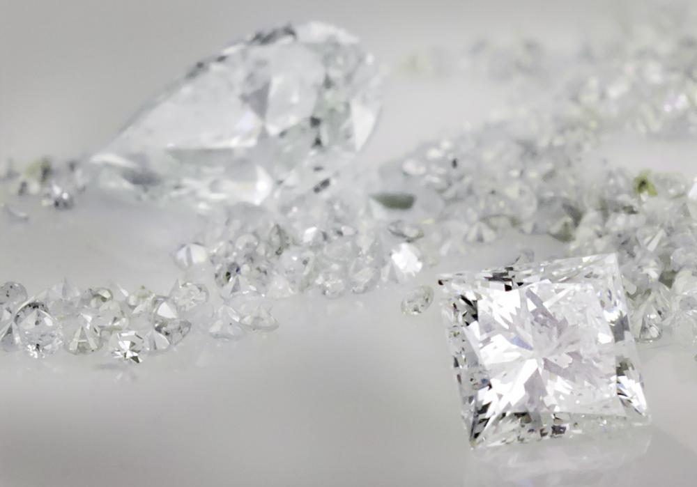 Shop local to take advantage of falling diamond prices