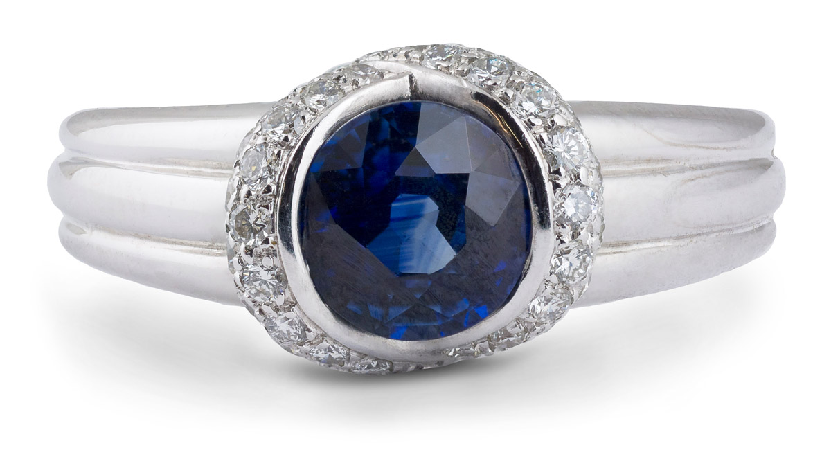 Sapphire Ring With Diamond Pave