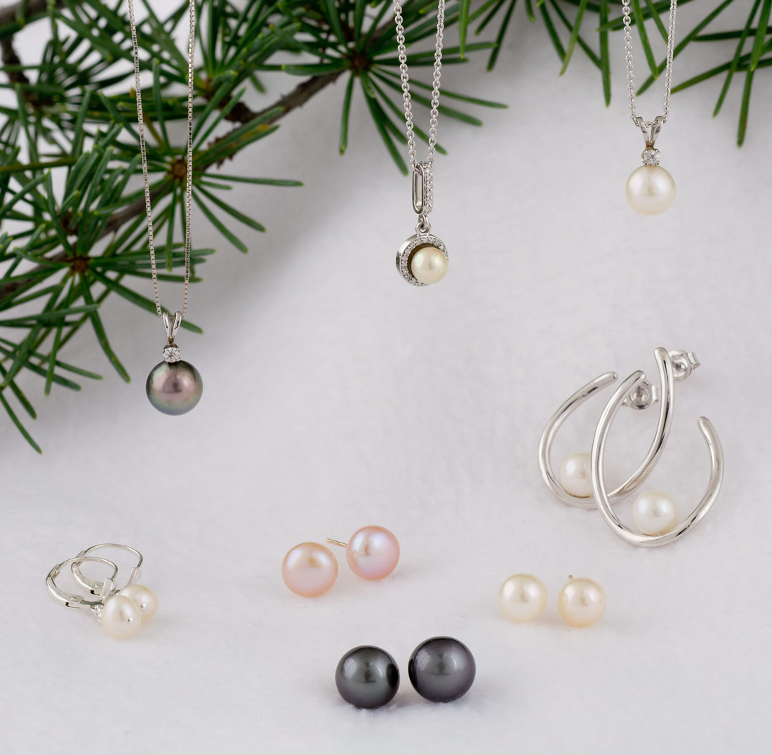 Pearl earrings and necklaces for gifts