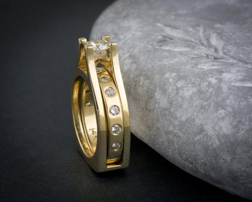 Interlocking band modern wedding set
