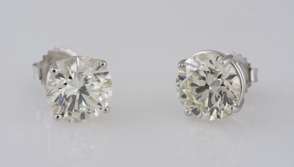 Lab grown diamond vs natural compared side by side